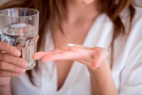 Что помогает от тошноты в домашних условиях. Что выпить от тошноты и рвоты